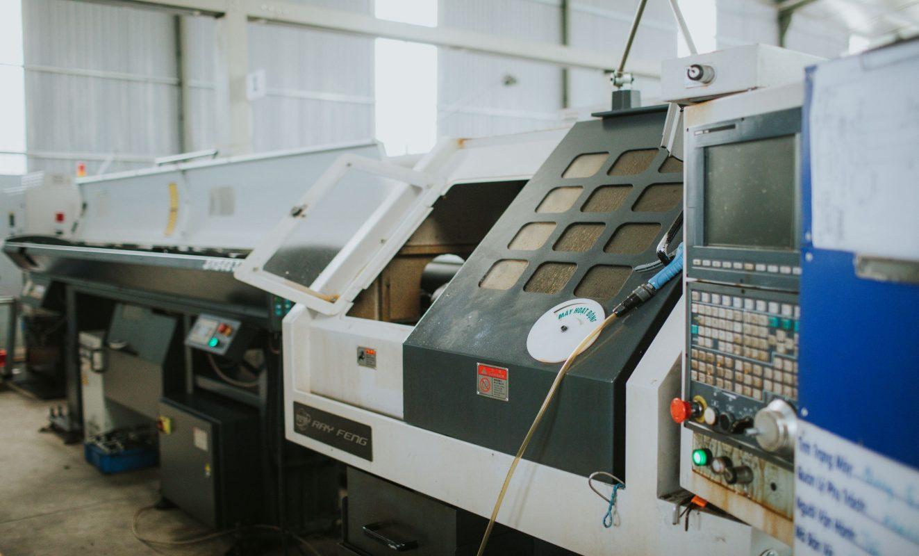 Một máy phay CNC của công ty gia công cơ khí chính xác Khang Thiên Phước