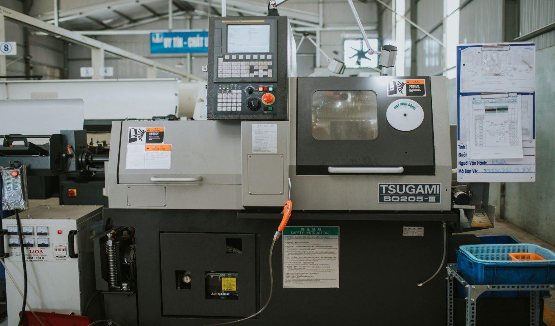 Một máy tiện CNC của công ty gia công cơ khí chính xác Khang Thiên Phước