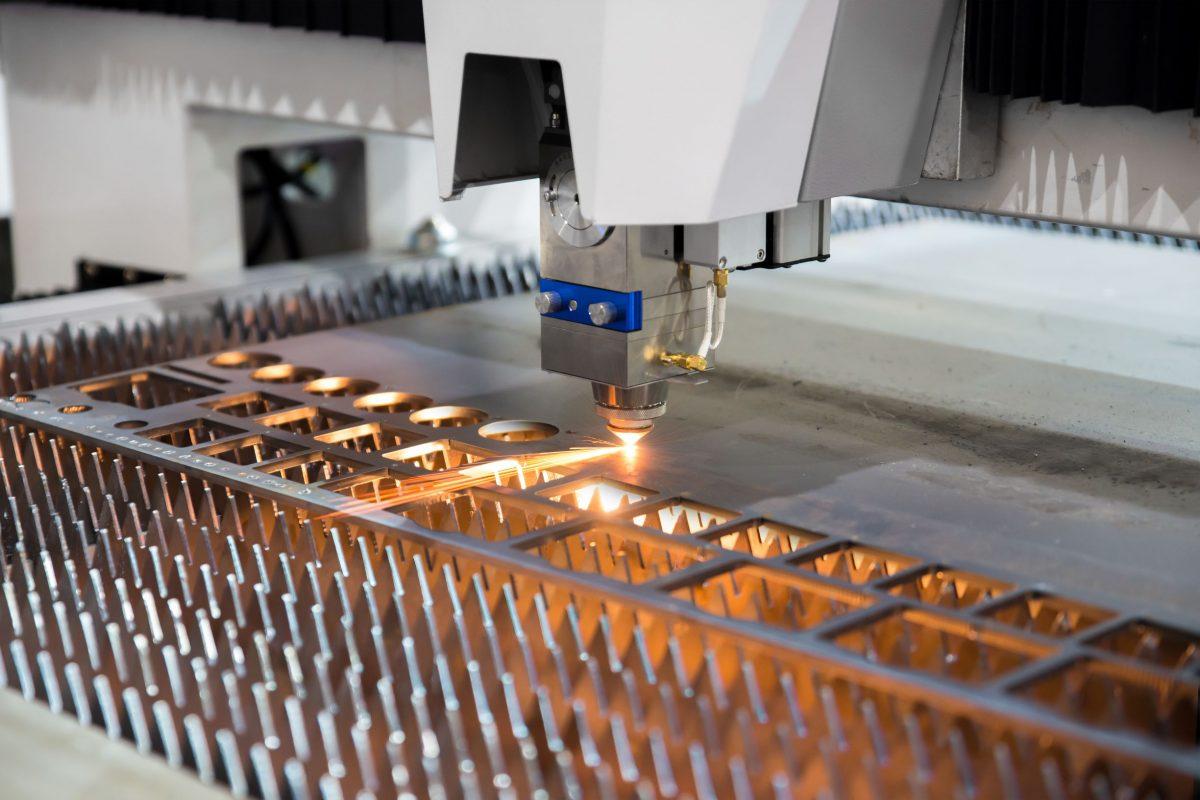Một máy CNC đang hoạt động